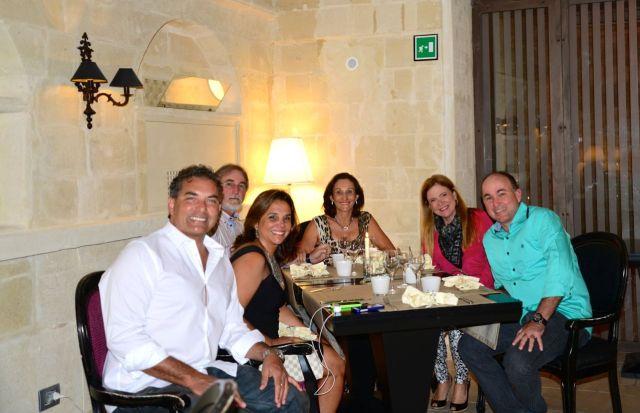 O nosso grupo no excelente restaurante D. Camilo.