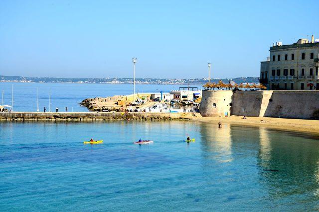 As muralhas circundam a cidade de Gallipoli.