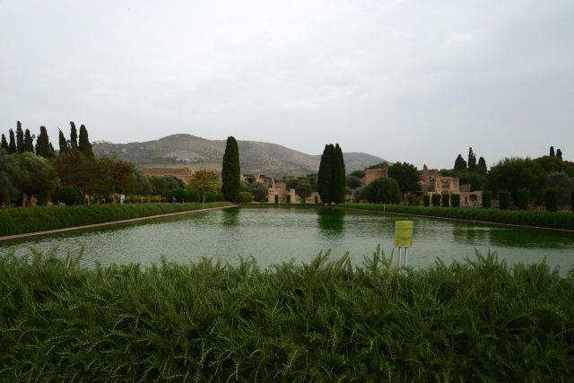 Espelho d'água na Villa Adriana.
