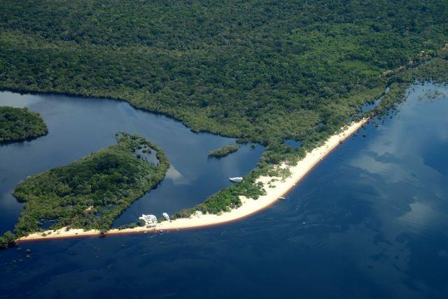 Praias lindas nas margens do Rio Negro