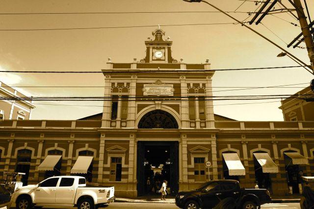 O belo prédio do Mercado Municipal de Manaus.