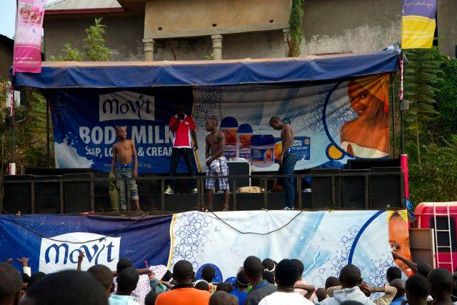 Entretenimento na Expo Ruanda.