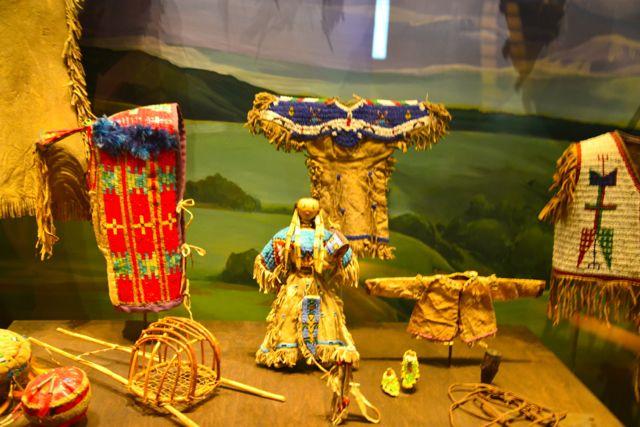 Artesanatos e reproduções no Museu Nacional do Índio Americano.