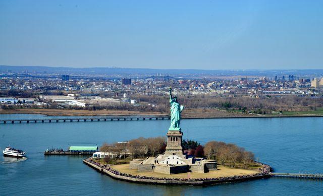 A Liberty Island vista a partir do helicóptero.