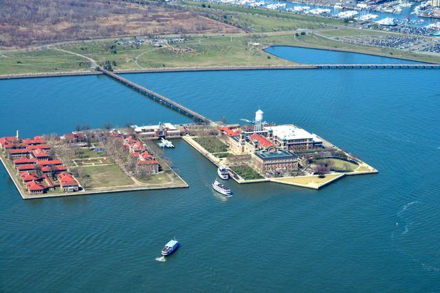 A Ellis Island.