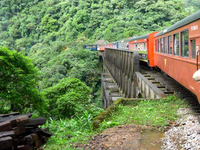 A ferrovia é uma extraordinária obra de engenharia ferroviária