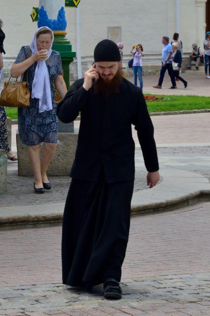 Jovem padre no Mosteiro de São Sérgio