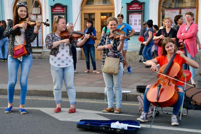 Música clássica no meio da rua.
