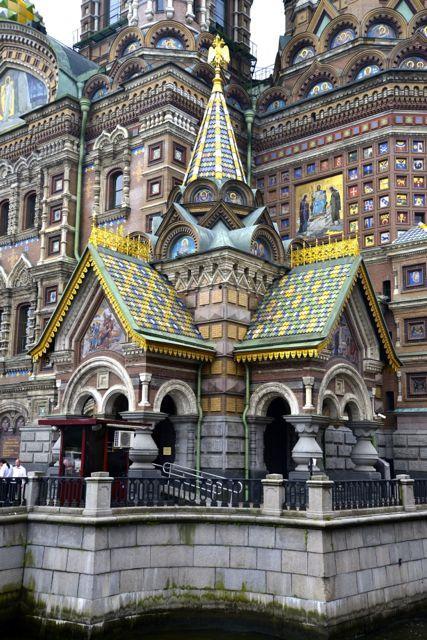 Detalhes da Catedral do Sangue Derramado.