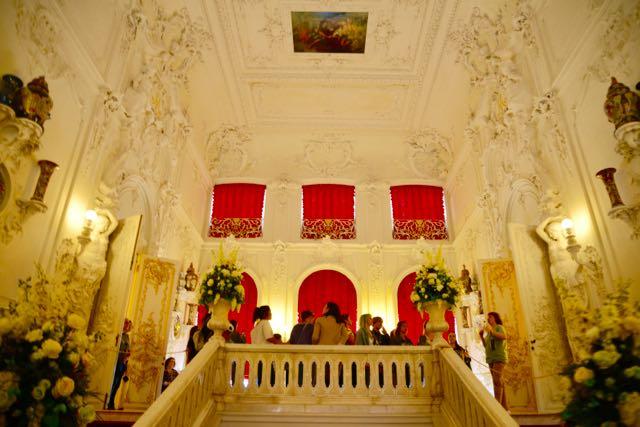 A escadaria de entrada do Palácio.