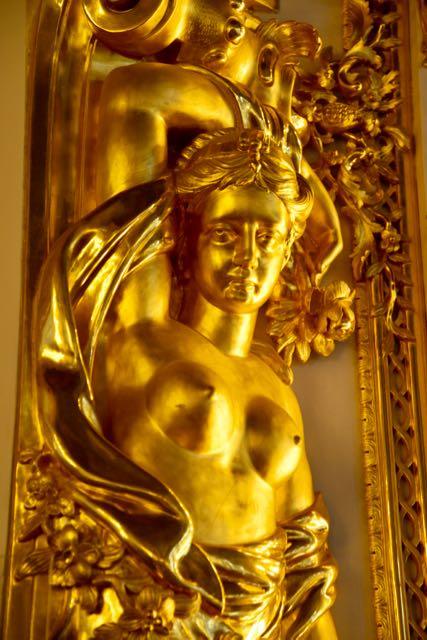 Esculturas revestidas em ouro faziam parte da decoração do Palácio.