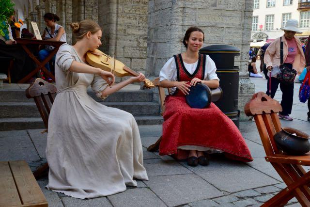 Músicos de rua em Talin