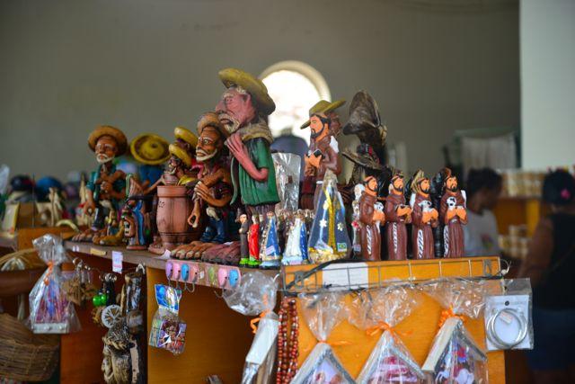 Artesanato no calçadão em Piaçabuçu.