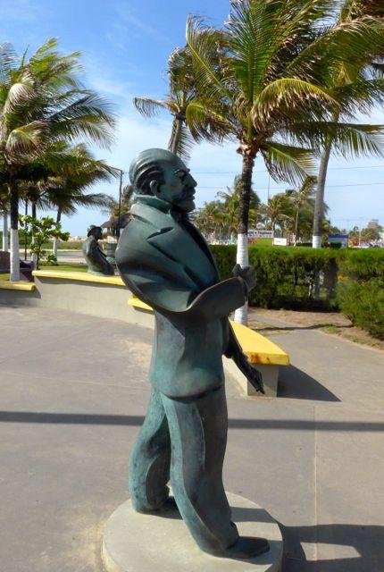 Esculturas em homenagem a cidadãos sergipanos importantes.