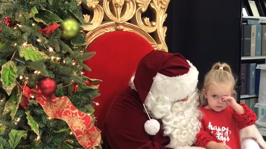 Garotinha faz pedido especial ao Papai Noel que é realizado na mesma hora