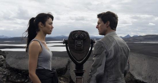 Oblivion: Olga Kurylenko e Tom Cruise