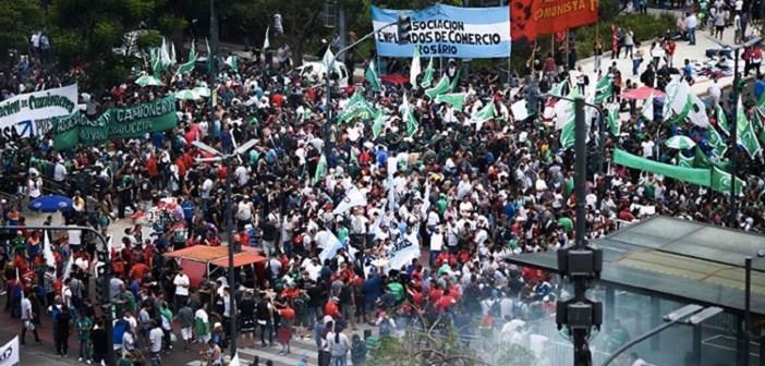 """Arjantin ayakta: """"Açlık çekmeye zorlayan politikaları kabul etmiyoruz"""""""