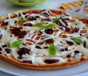 Çeçil Peynirli Tencere Pizza Tarifi