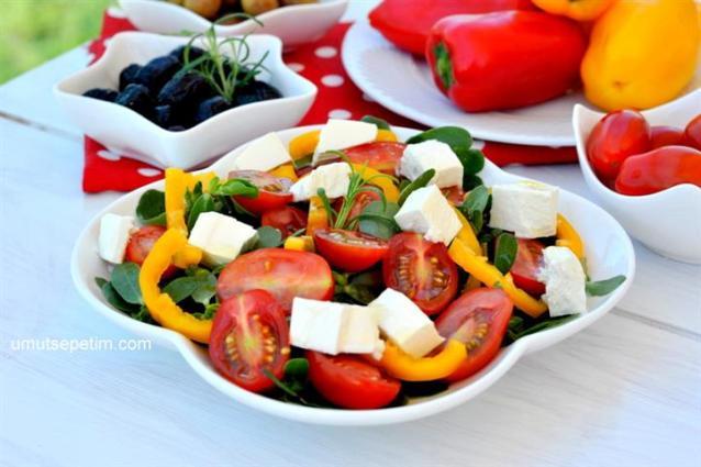 Peynirli  Domatesli Semizotu  Salatası  Tarifi