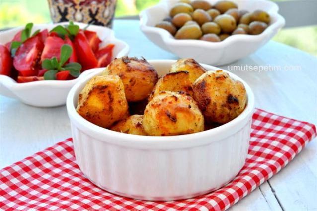 Fırında  Baharatlı  Patates  Kebabı