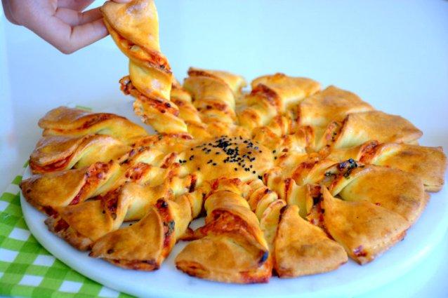 Rüzgar  Gülü  Pizza  ( Kapalı  Pizza  Tarifi )