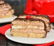 Bisküvili  Yaş  Pasta  ( Kolay  Yaş  Pasta  Tarifi )