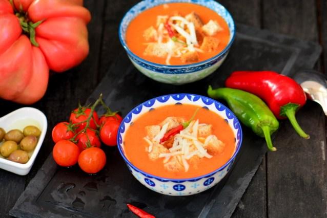 Domates  Çorbası  Tarifi ( Sütlü  Domates  Çorbası )