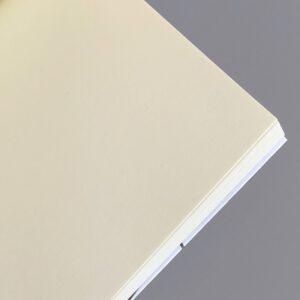 Notizheft, Innenansicht, cremeweiß, gelblichweißes Papier,