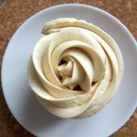 Crème au beurre aérienne et inratable (glaçage et fourrage)