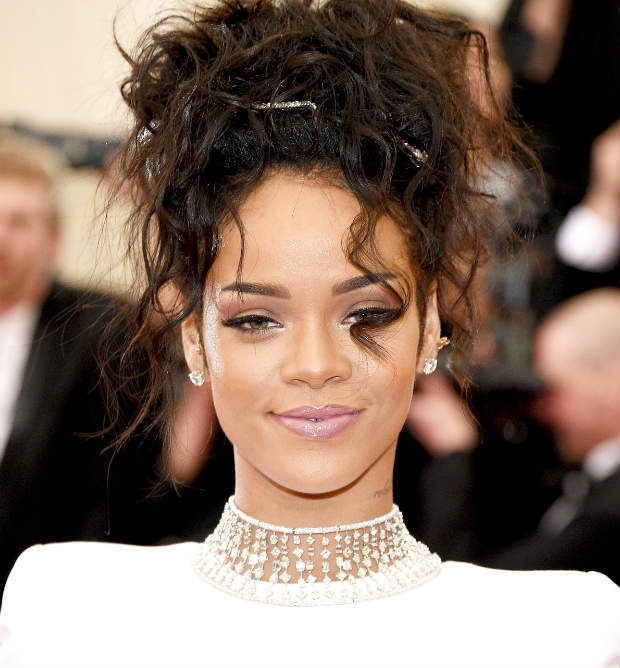 Rihanna_Updo_Waves_