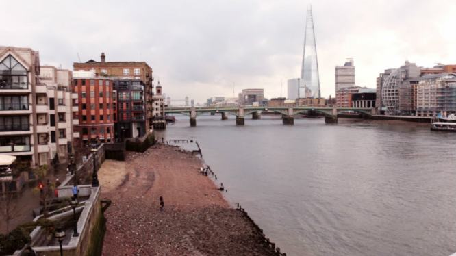 The River Thames runs right through London dividing it into it's North and South parts. Fun fact: The Thames has been used for two summer Olympic games.