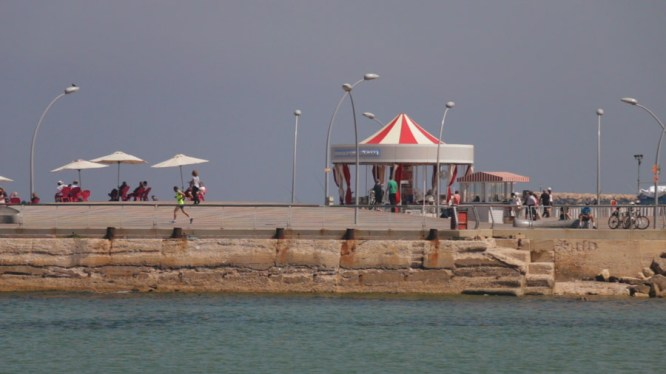 We interviewed Titi at the Port of Tel Aviv, a great place to go with friends or family.