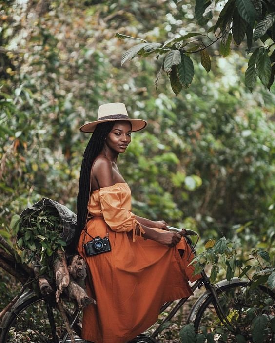 summer_hairstyles_blackwomen_travel-hat