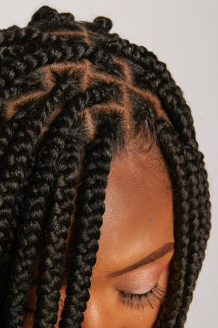 Knotless-Box Braids-Jumbo-Parts-Hairstylist-New-York-Yeluchi