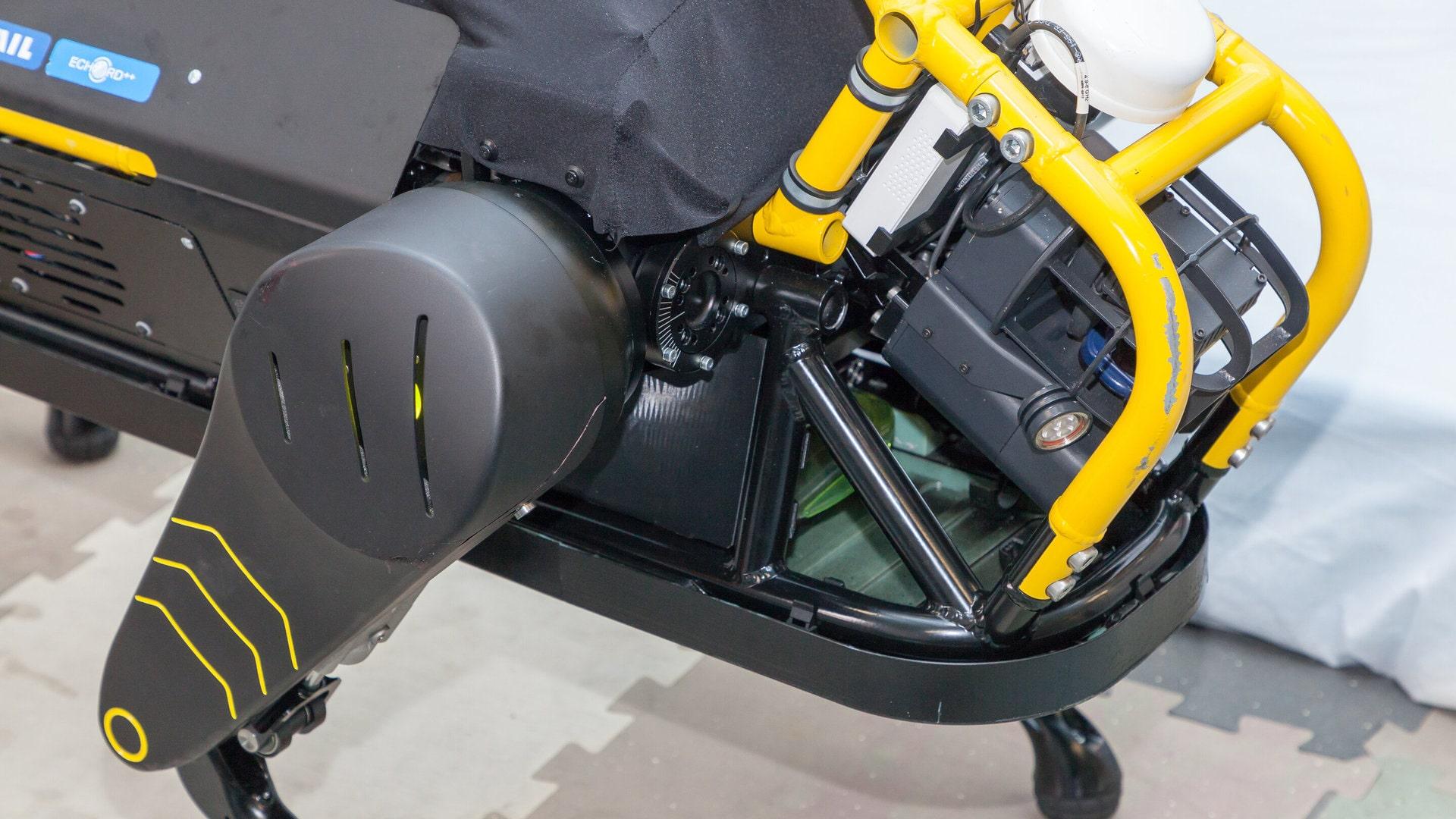 Италия. Новый робот может взять на буксир трёхтонный самолёт 1