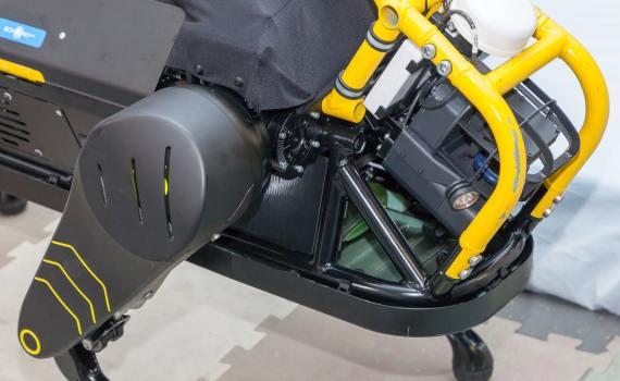 Италия. Новый робот может взять на буксир трёхтонный самолёт 3