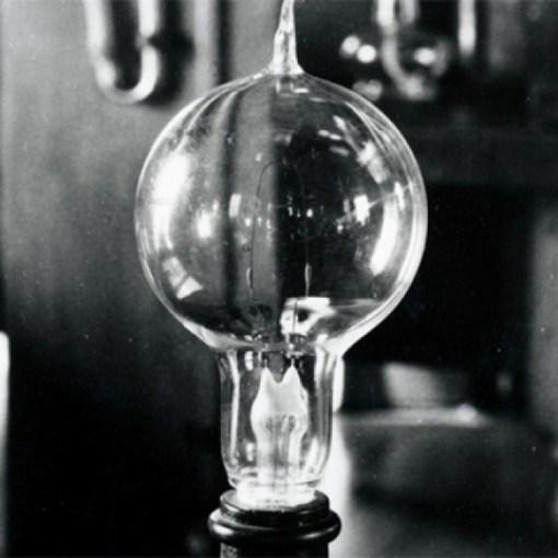 «Свеча Яблочкова» — прообраз современной электрической лампочки 10