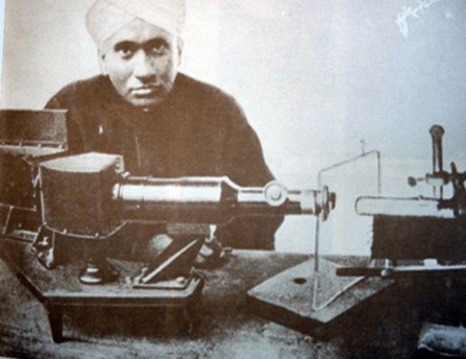 Вдохновение на судне: как индийский физик прошёл путь к Нобелевской премии 2