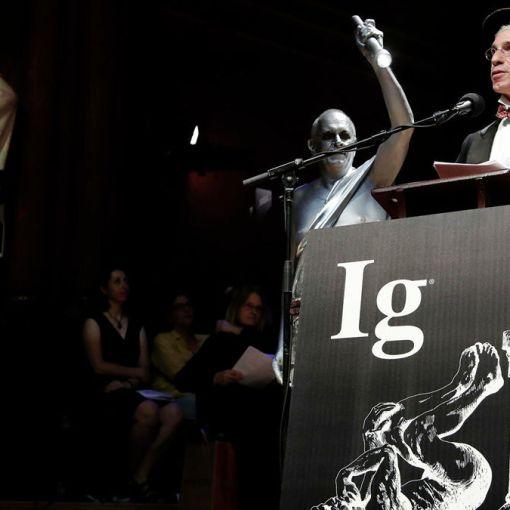 Шнобелевская премия 2020: аллигатор в камере с гелием, нож из фекалий, китайские киллеры и Путин, Трамп и Лукашенко 4