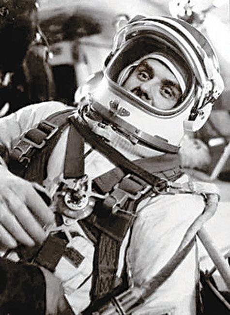 Человек, который упал из космоса 7