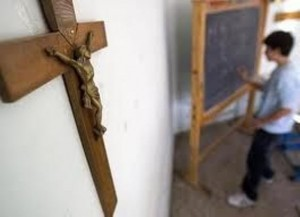 Crocifisso nelle scuole e in Comune, contro la crociata leghista difendiamo lo Stato laico