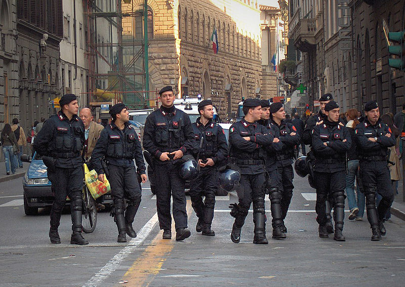 """Firenze: forze dell'ordine contro Comitato Sant'Ermete. """"E' chi amministra che deve dare risposte, non le forze dell'ordine"""""""
