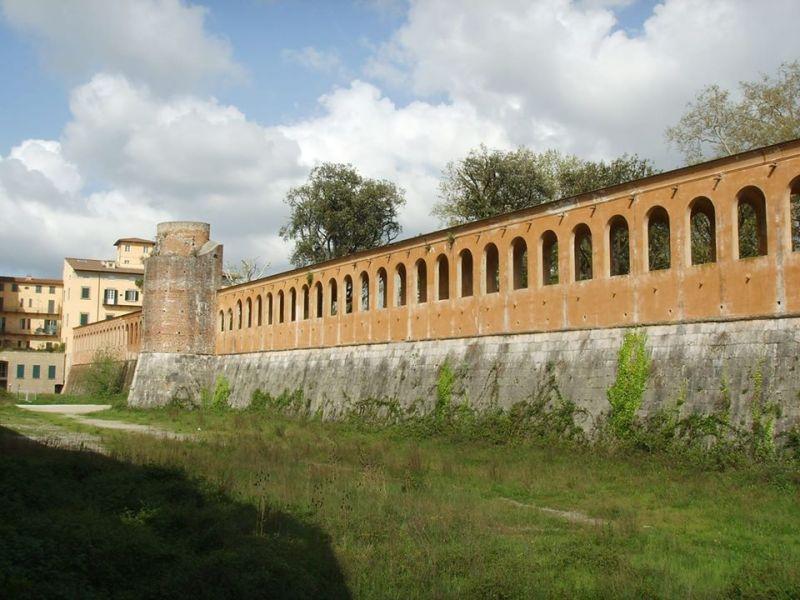 Bastione Sangallo: no al ritorno del parcheggio, sì ad un grande parco verde