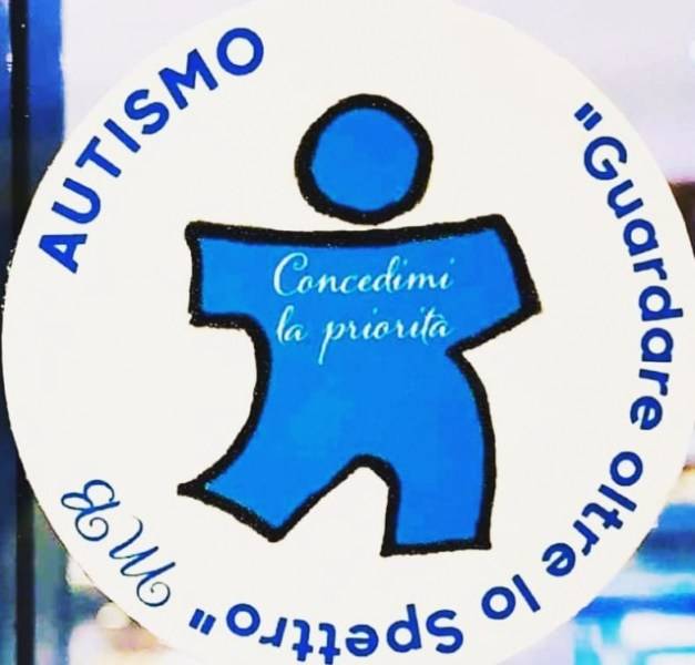 """Bollino Blu: """"il diritto di precedenza per le persone con autismo negli esercizi commerciali esiste già"""". Assessore Munno ritiri la delibera"""
