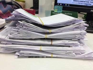 sobres reciclados en la oficina