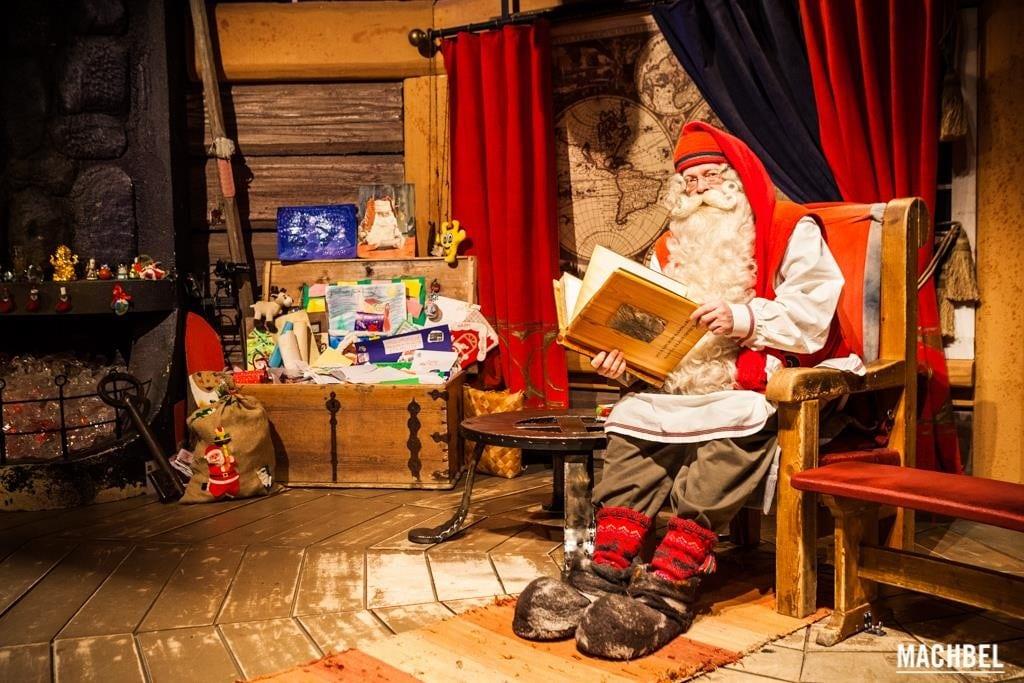 Santa Claus en su casa