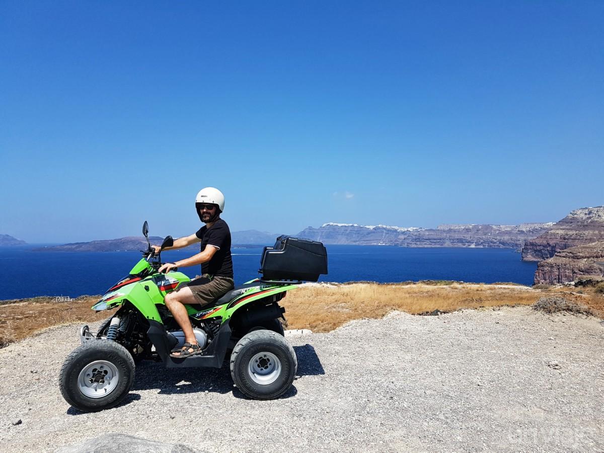 En quad por Santorini