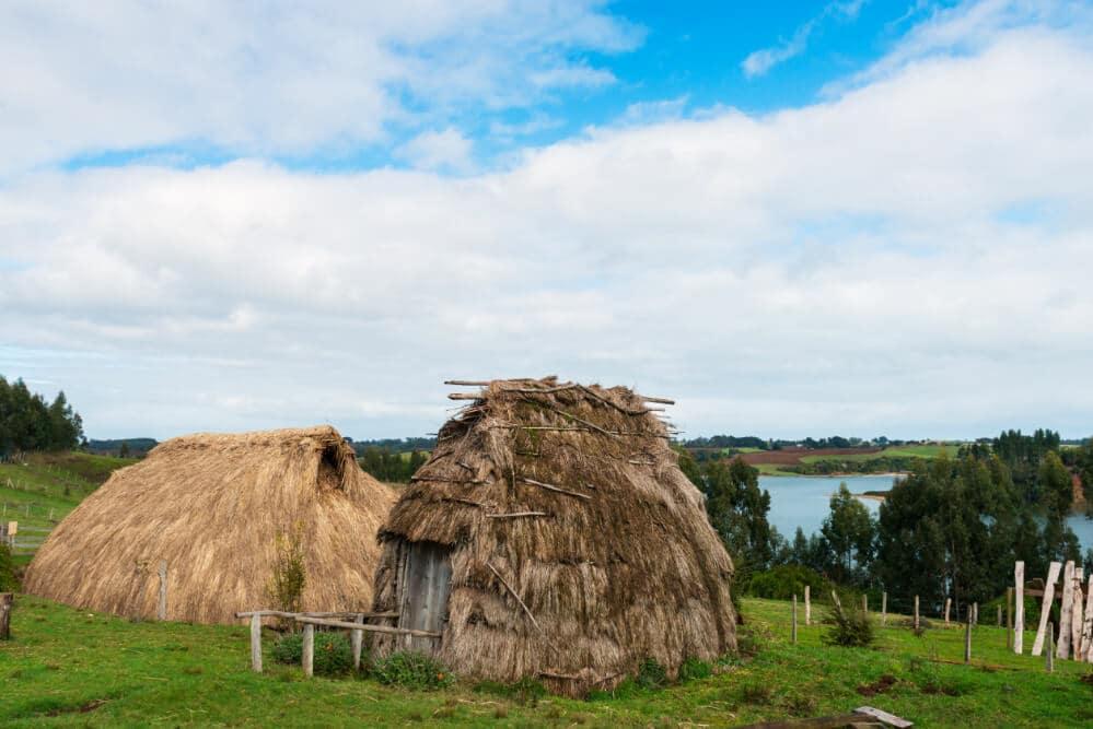 Rucas mapuches en Lago Budi