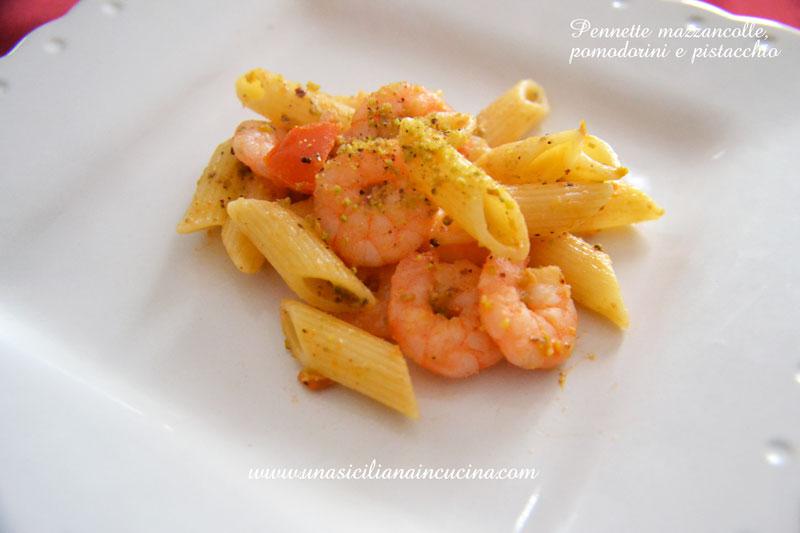 Pennette-mazzancolle-pomodorini-e-pistacchio