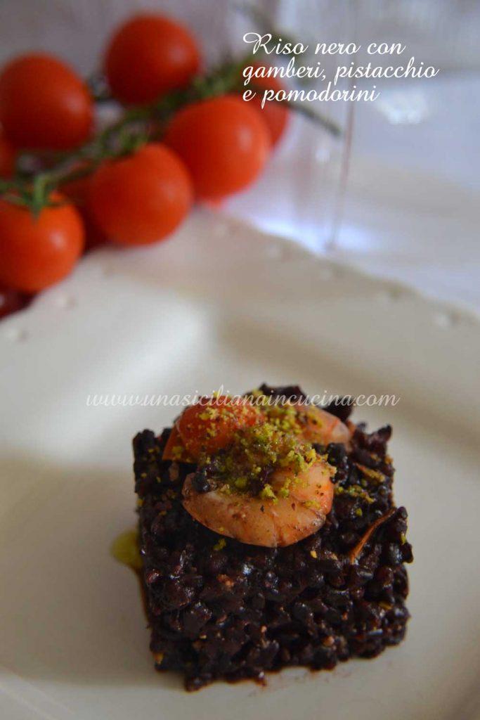 Riso nero gamberi pistacchio pomodorini